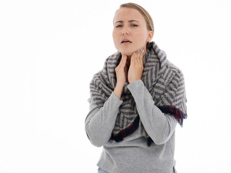 ¿Qué causa los nódulos tiroideos?
